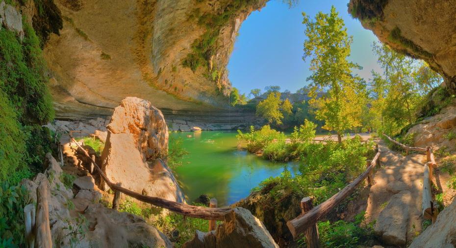 Уникальное озеро в Техасе, фотография.