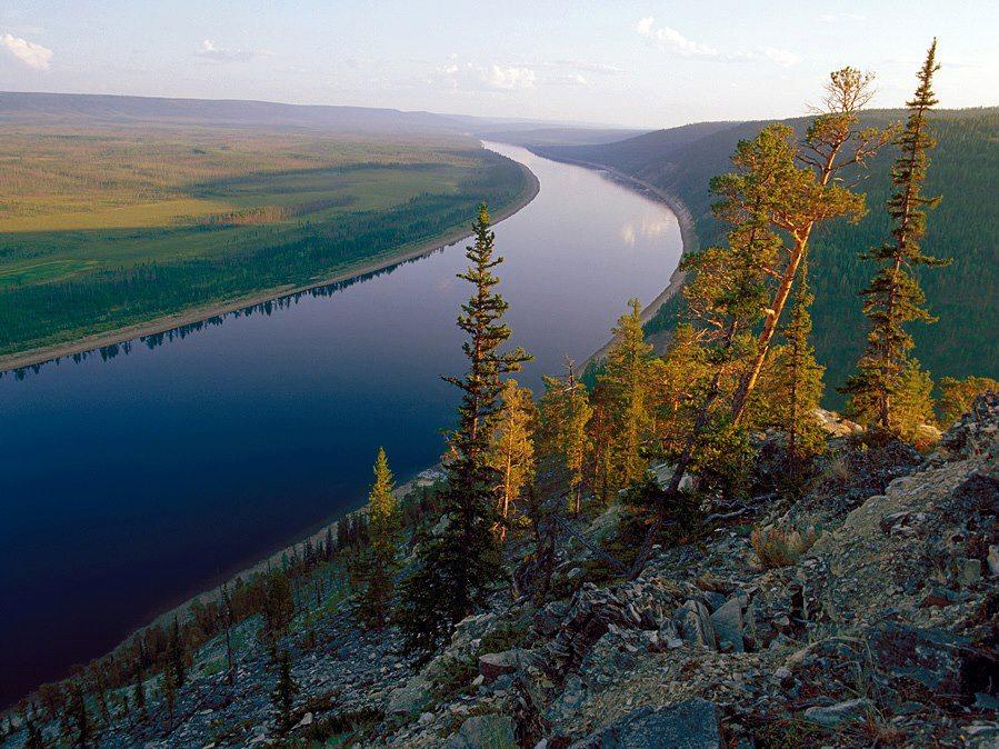 Якутия саха правый приток реки лены